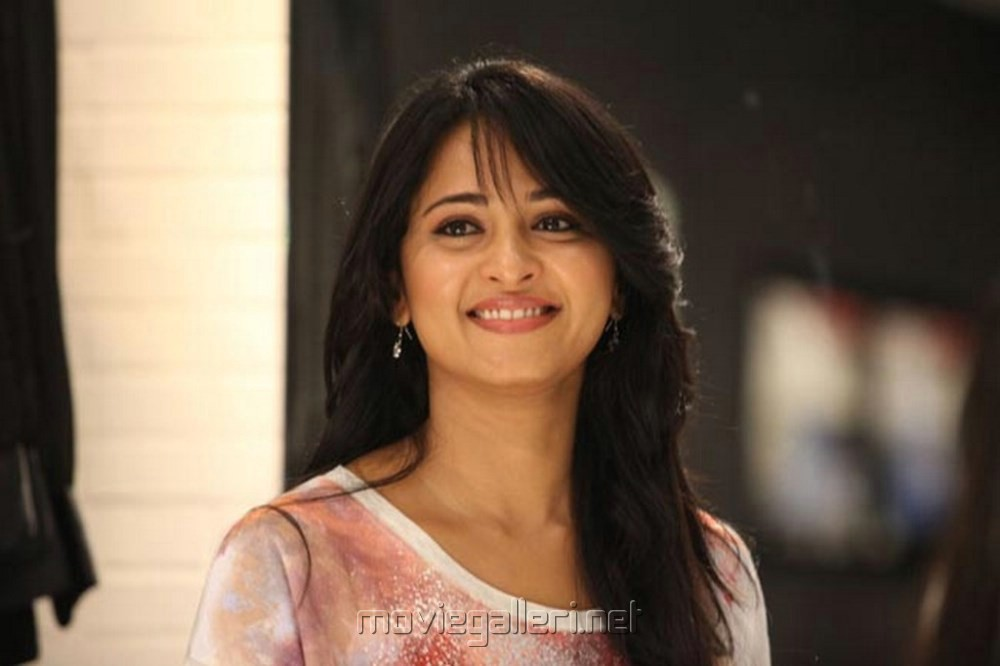 Picture 447686 | Actress Anushka Cute Pics in Mirchi Movie ...