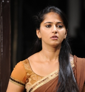 Damarukam Actress Anushka in Saree Cute Stills