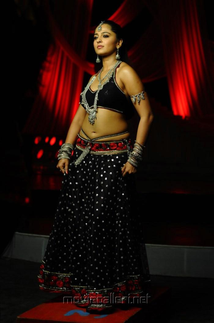 Actress anushka shetty hot in black dress photo new movie posters