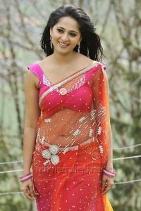 Damarukam Heroine Anushka Hot Saree Photos