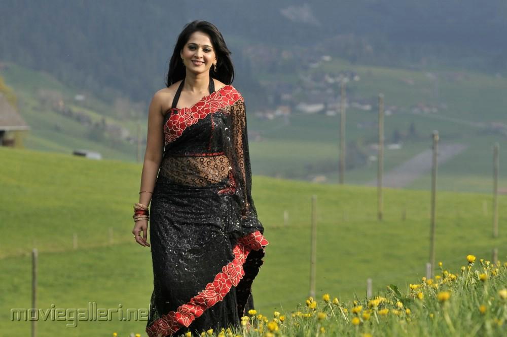 Picture 399474   Damarukam Actress Anushka Shetty Hot Black Saree ...