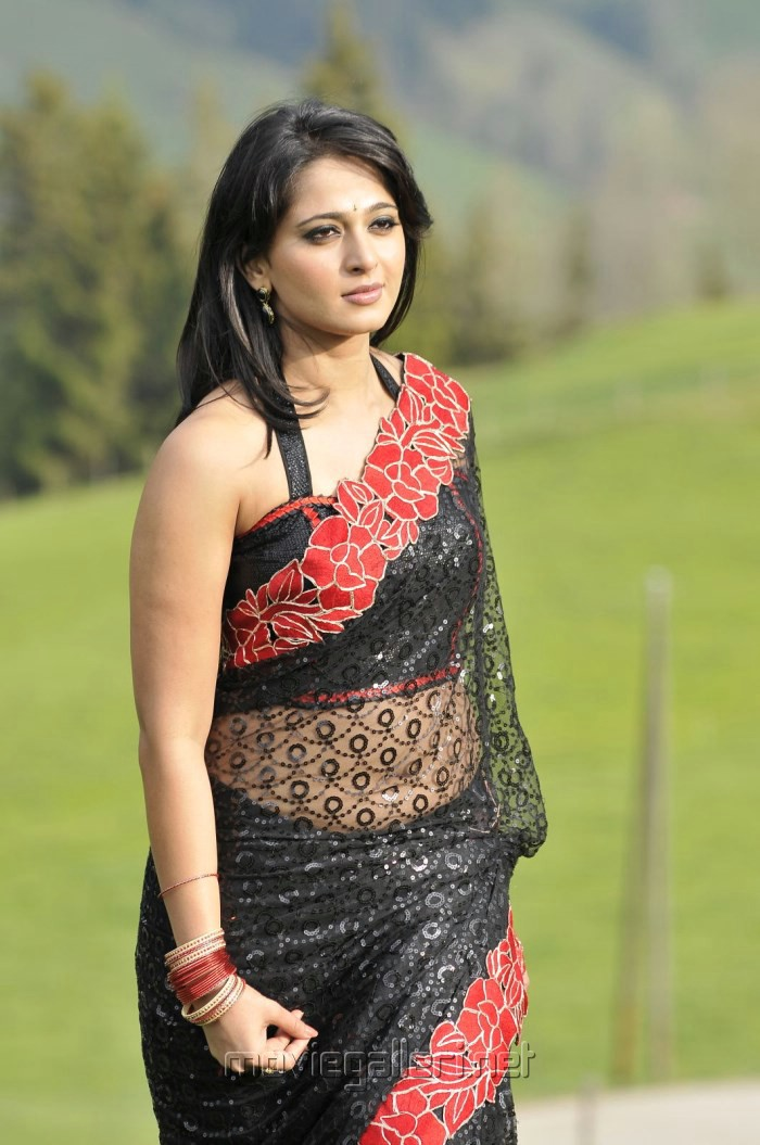 Picture 399489   Damarukam Actress Anushka Shetty Hot Black Saree ...