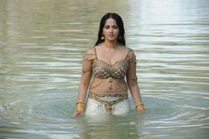 Anushka Shetty Hot Images in Rudhramadevi