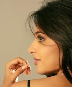 Telugu Actress Anushka Shetty Hot Spicy Photoshoot Pics