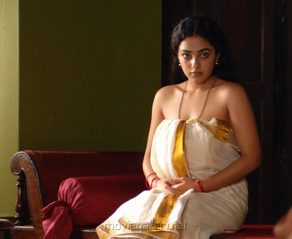 Mazhya navryachi bayko fame ruchira jadhav aka maya flaunts her sexy back see pic