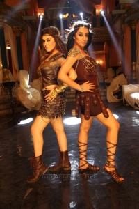 Hansika Motwani, Trisha in Aranmanai 2 Movie Stills