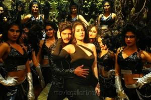 Arya, Raashi Khanna in Aranmanai 3 Movie Stills