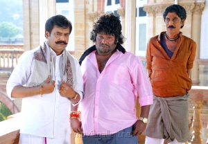 Vivek, Yogi Babu, Manobala in Aranmanai 3 Movie Stills