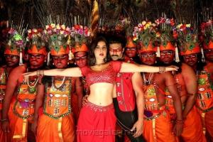 Raashi Khanna, Arya in Aranmanai 3 Movie Stills