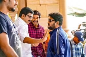 Vivek, Arya, Sundar C in Aranmanai 3 Movie Stills