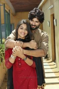 Pooja Jhaveri, Vijay Deverakonda in Arjun Reddy Tamil Movie Stills HD