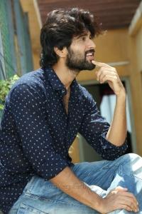 Actor Vijay Devarakonda in Arjun Reddy Tamil Movie Stills HD