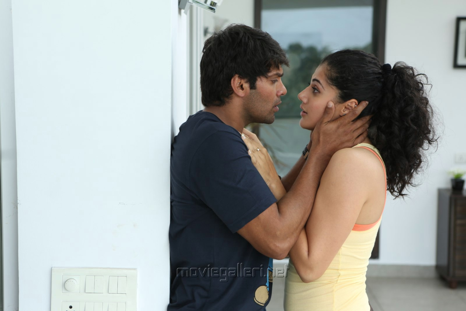 Arya, Taapsee in Arrambam Movie Stills