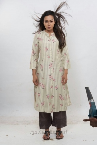 Aruvam Movie Actress Catherine Tresa Images HD