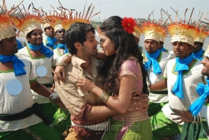 Arya Amala Paul Hot in Vettai Movie