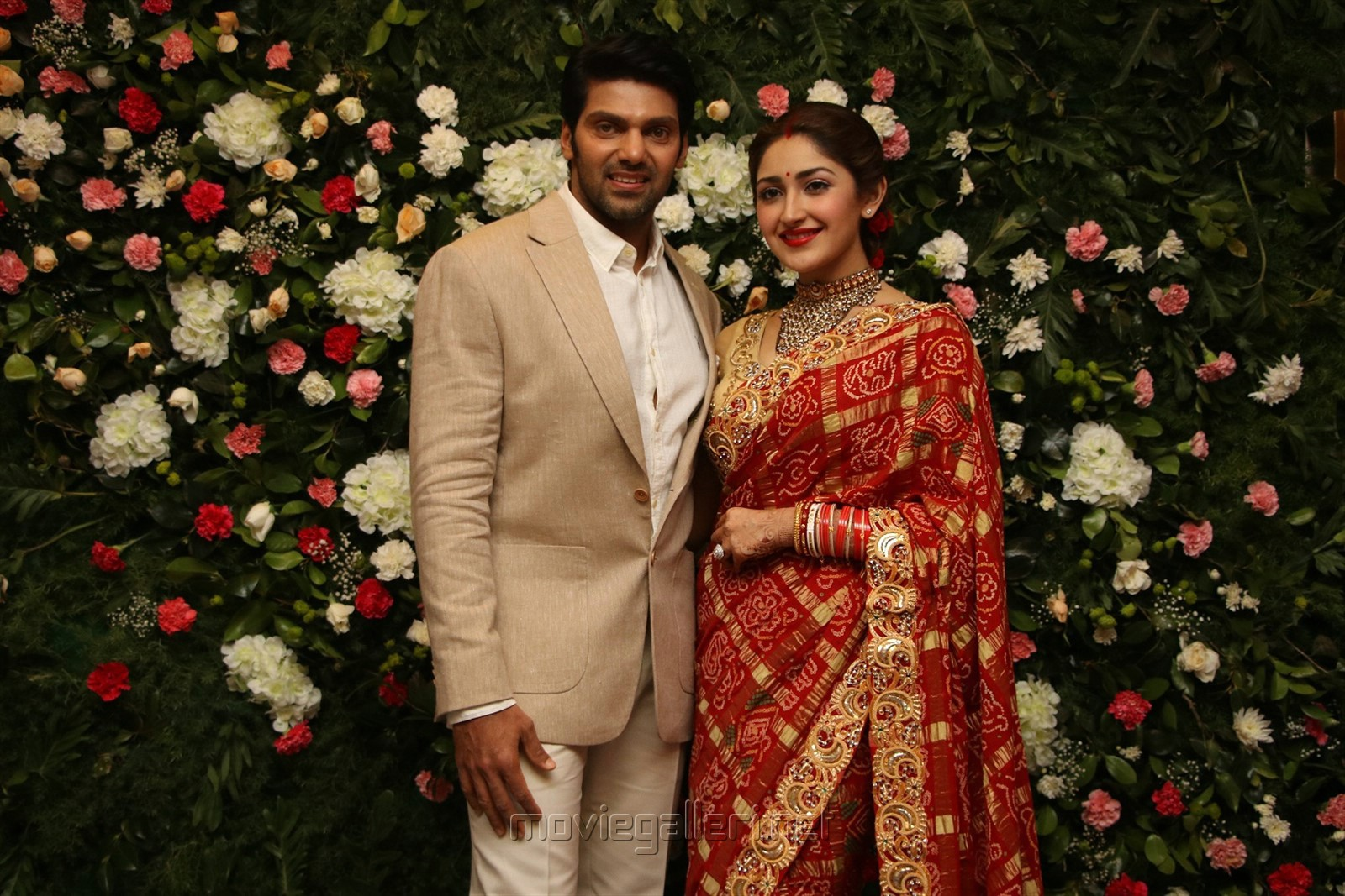 Arya Sayesha Wedding Reception Photos HD