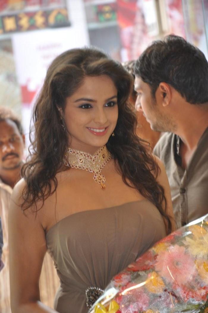 Asmitha Sood at Joyalukkas Show Room Vijayawada Photos