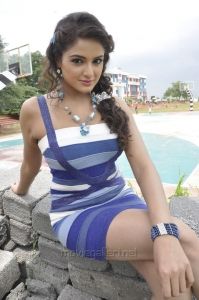 Asmita Sood Hot Stills in Aadu Magadura Bujji
