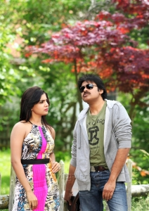 Pawan Kalyan, Samantha in Atharintiki Daredi Latest Stills