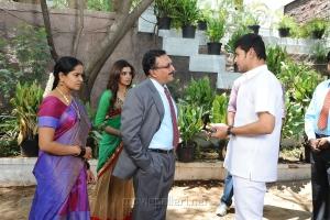 Nassar, Mahesh Babu in Athiradi Vettai Tamil Movie Stills