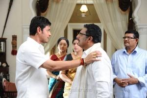 Mahesh Babu, Prakash Raj in Athiradi Vettai Tamil Movie Stills
