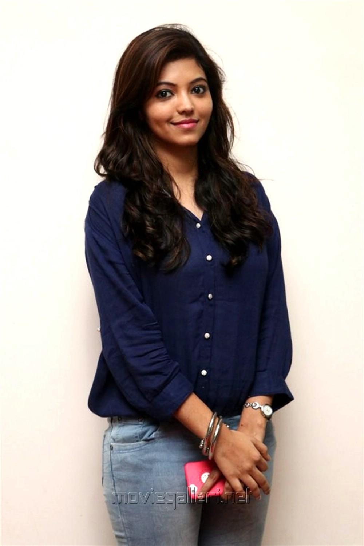 Actress Athulya Ravi Stills @ Gemini Ganeshanum Suruli Raajanum Audio Release