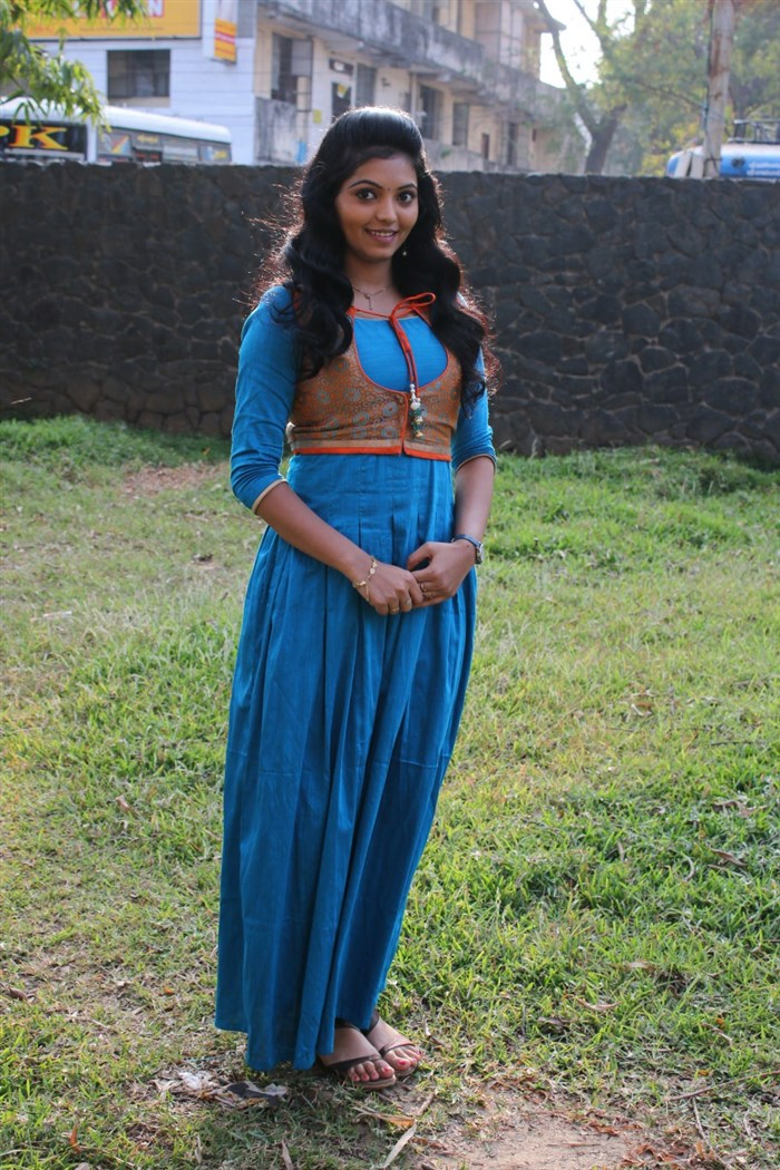 Kadhal Kan Kattuthe Actress Athulya Ravi Photos in Blue Dress