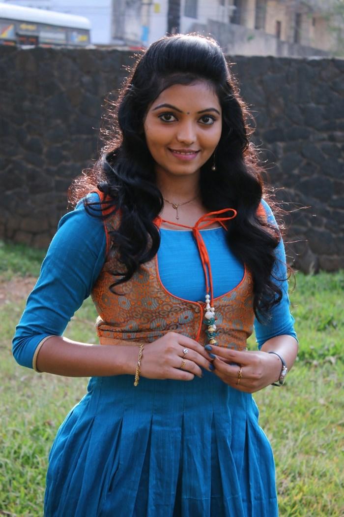 Kadhal Kan Kattuthe Actress Athulya Ravi Photos in Blue Dress