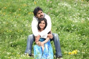 Pawan Kalyan, Samantha in Attarintiki Daredi Movie Stills