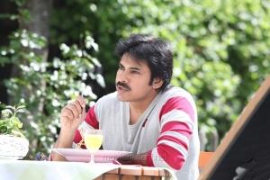 Actor Pawan Kalyan in Attharintiki Daaredhi Movie Stills
