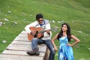 Pawan Kalyan, Samantha in Attharintiki Daaredhi Movie Stills