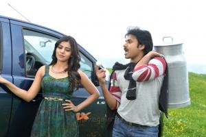 Samantha, Pawan Kalyan in Attarintiki Daredi Movie Stills