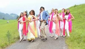 Pawan Kalyan, Praneetha in Attarintiki Daredi New Images