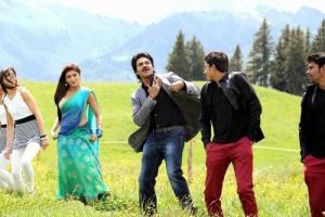 Pranitha with Pawan Kalyan in Attarintiki Daredi New Images