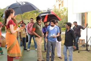 Pranitha, Pawan Kalyan, Trivikram Srinivas at Attarintiki Daredi Movie Working Stills