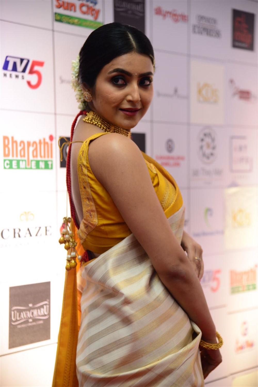 Actress Avantika Mishra Photos @ Dadasaheb Phalke Awards South 2019 Red Carpet