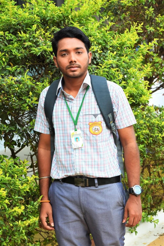 Actor Bala Sabareeswaran in Ayya Ullen Ayya Movie Stills