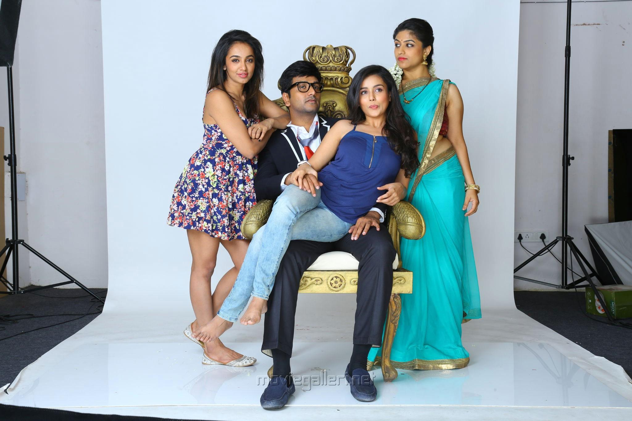 Tejaswi Madivada, Srinivas Avasarala, Mishti Chakraborty, Supriya Aysola in Babu Baga Busy Movie New Photos