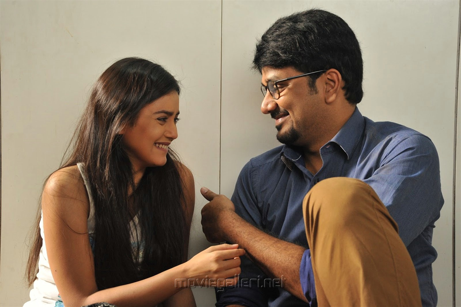 Mishti, Srinivas Avasarala in Babu Baga Busy Movie Stills