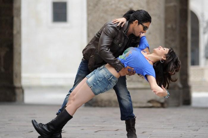 Allu Arjun & Tamanna Hot Photoshoot - Movie Galleries ...