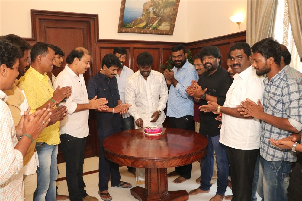 Bala Releases RK Suresh Vettai Naai First Look Stills