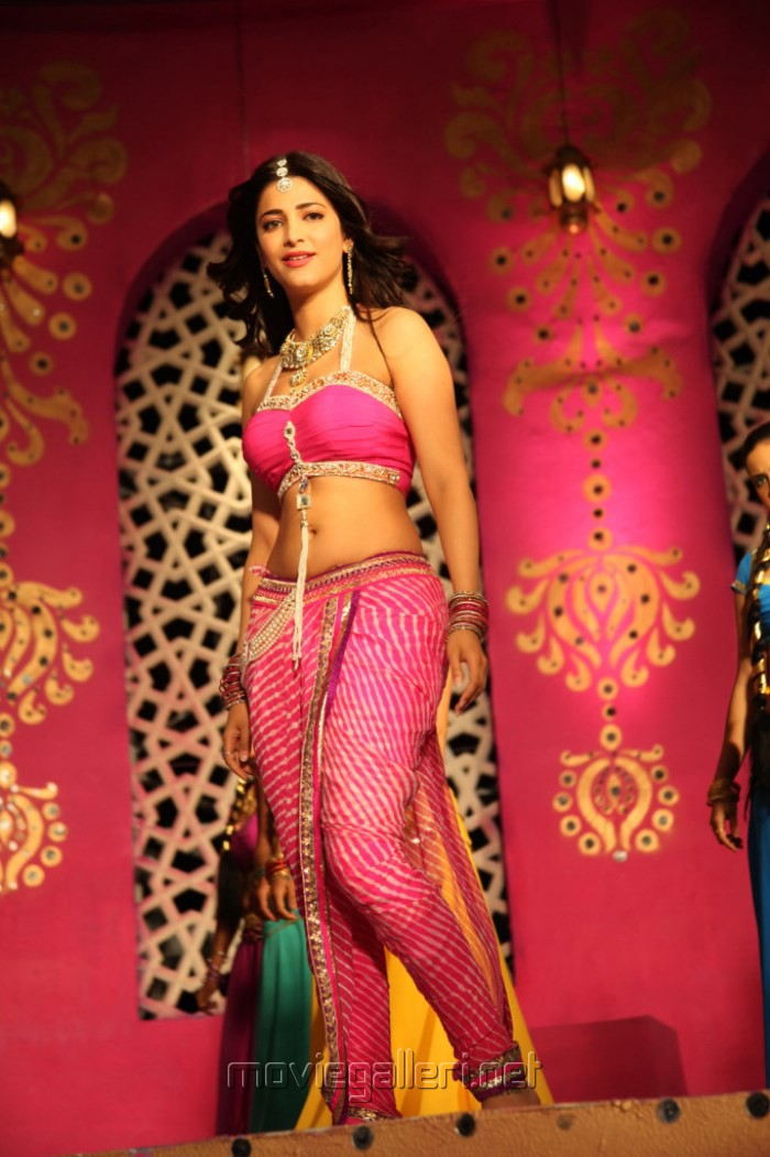 Picture 497520 | Actress Shruti Hassan in Balupu Movie New Photos ...