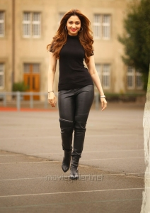 Heroine Tamanna in Bengal Tiger Movie First Look Images