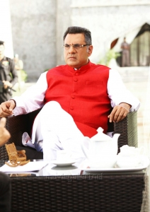 Actor Boman Irani in Bengal Tiger Movie First Look Images