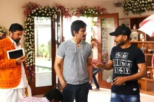 Posani Krishna Murali, Ravi Teja, Sampath Nandi @ Bengal Tiger Movie Shooting Spot Photos