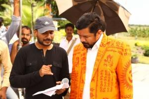 Sampath Nandi, Posani Krishna Murali @ Bengal Tiger Movie Shooting Spot Photos