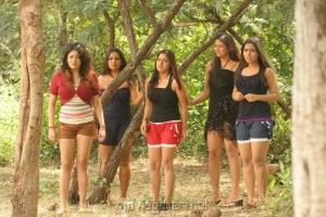 Bhaaja Bhajantreelu Movie Spicy Stills