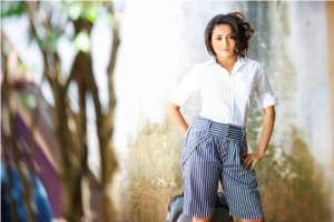 Actress Bhama Hot Photo Shoot Pictures