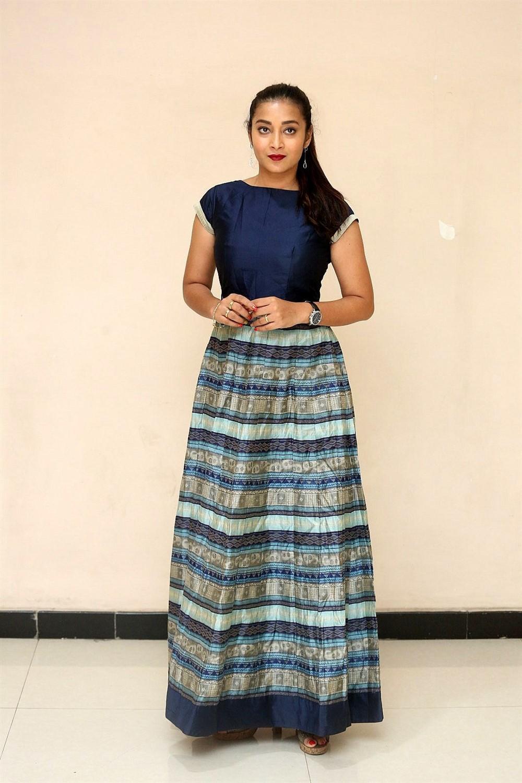 Actress Bhanu Shree Photos @ Ee Ammayi First Look Launch