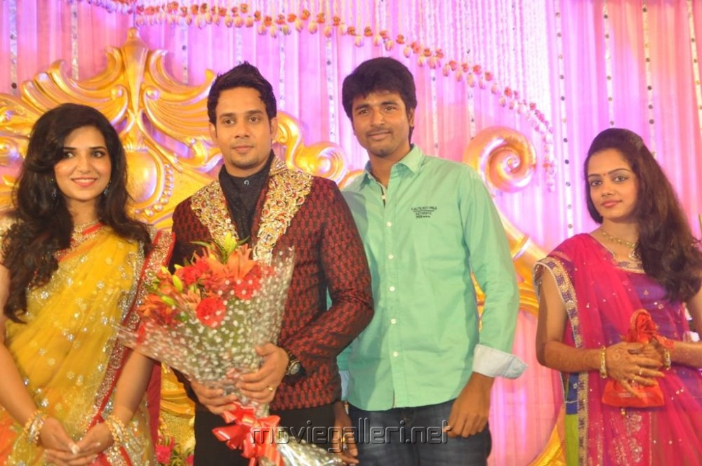 Pin Actor Vijay Tv Anchor Sivakarthikeyan Wife Wedding And Other Rare ...